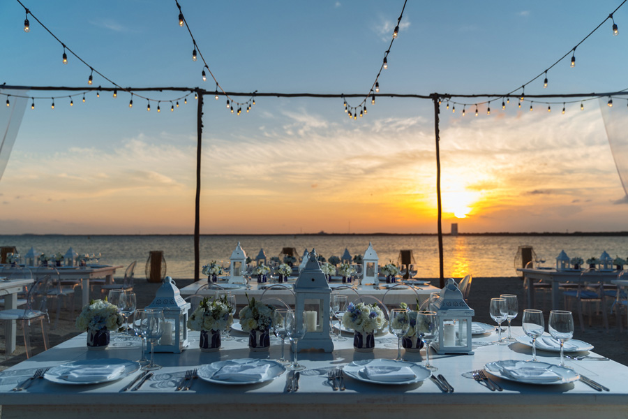 Corporate Events and Meetings - Dinner at the beach with sunset