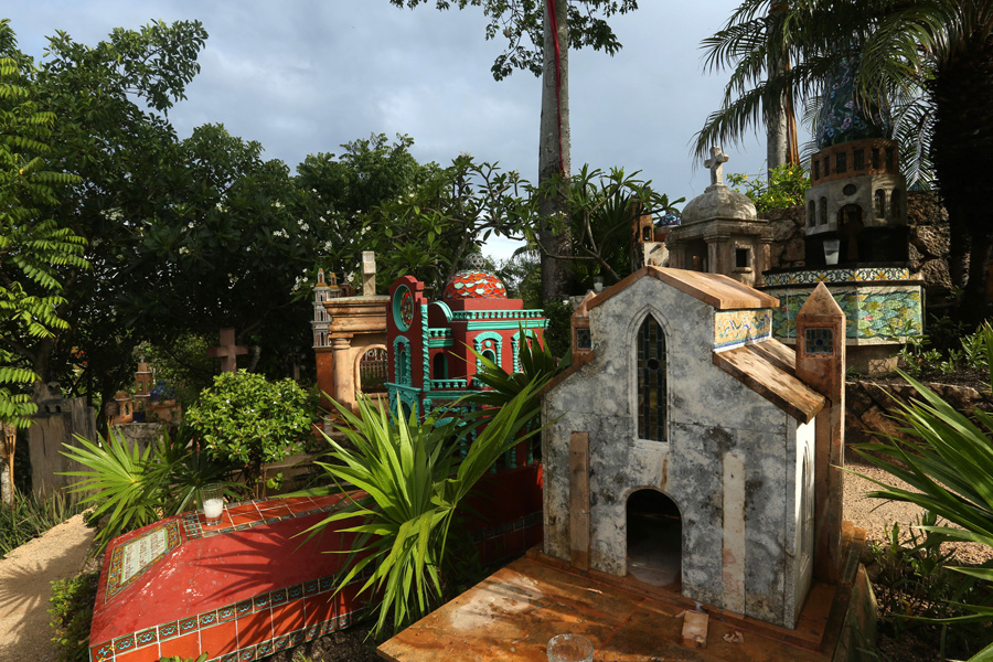 Culture and Wildlife in the Mayan Riviera - traditional cemetery