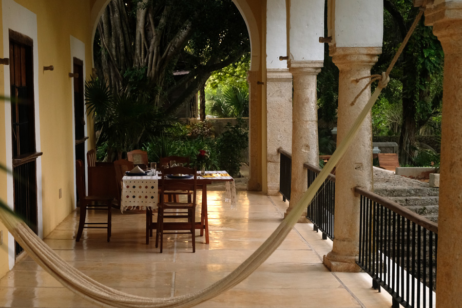 Nat Geo Expeditions Descubre Secretos Mayas - Hotel breakfast porch