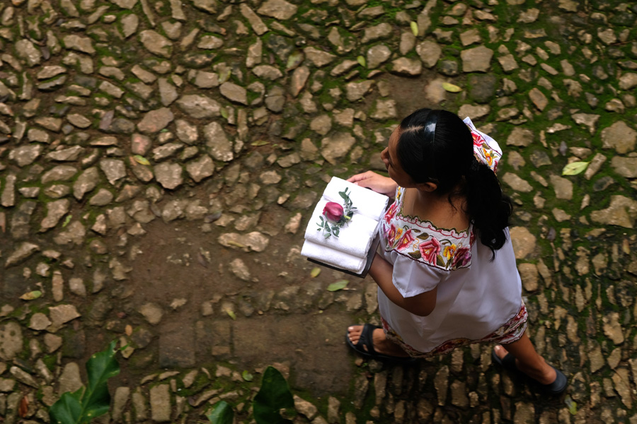 Nat Geo Expeditions Descubre Secretos Mayas - Walking in traditional clothes