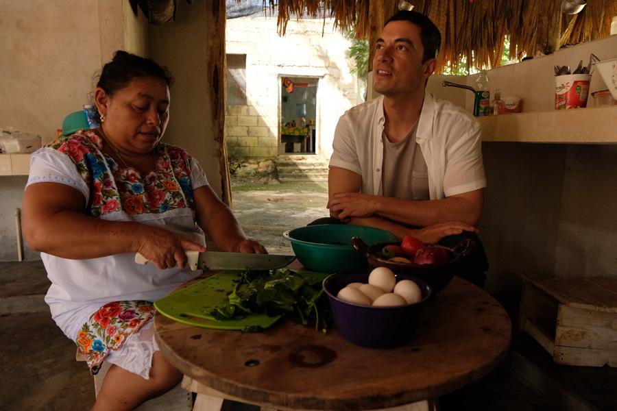 Nat Geo Expeditions Descubre Secretos Mayas - Preparing food