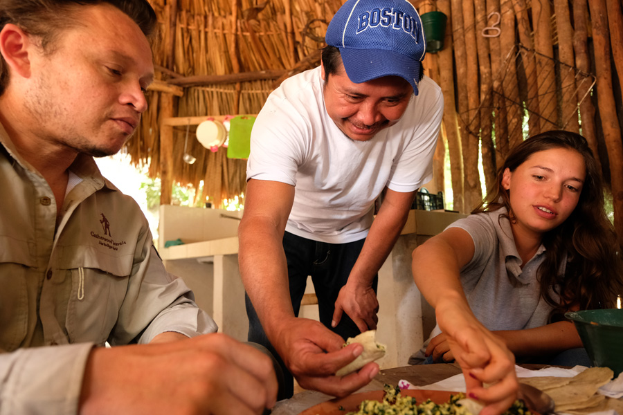 Nat Geo Expeditions Descubre Secretos Mayas - Eating local food