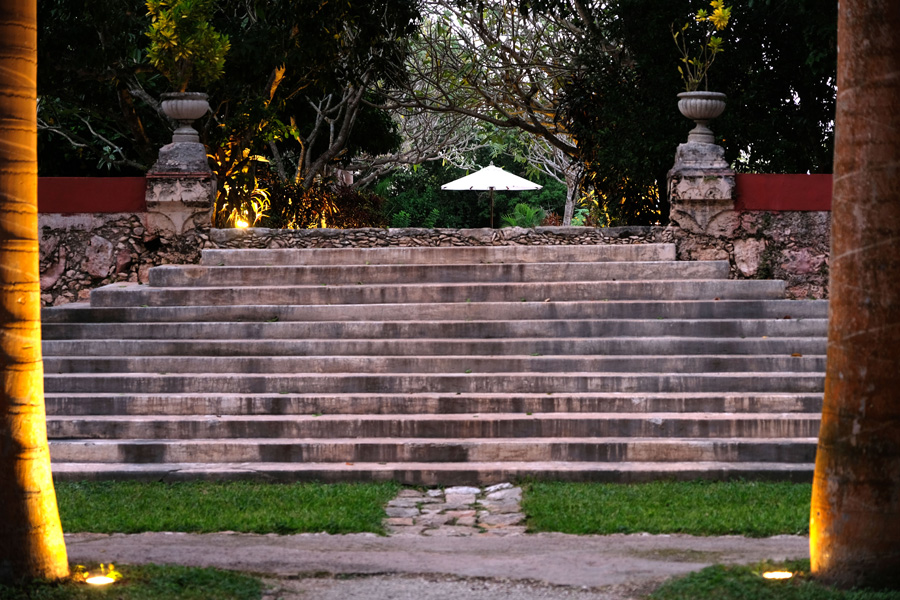 Nat Geo Expeditions Descubre Secretos Mayas - Hotel outside stairs