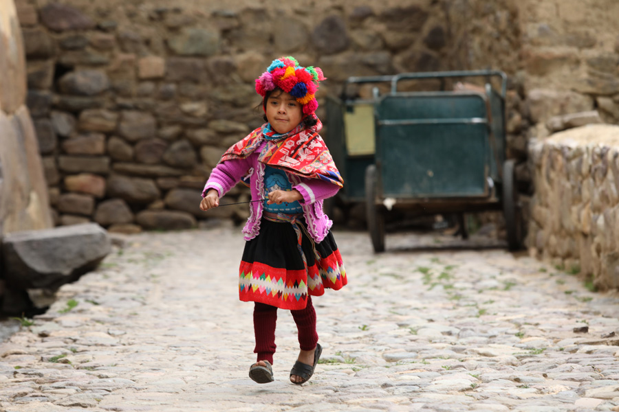 Splendors of the Inca Corporate Expedition - Girl in tradicional clothes