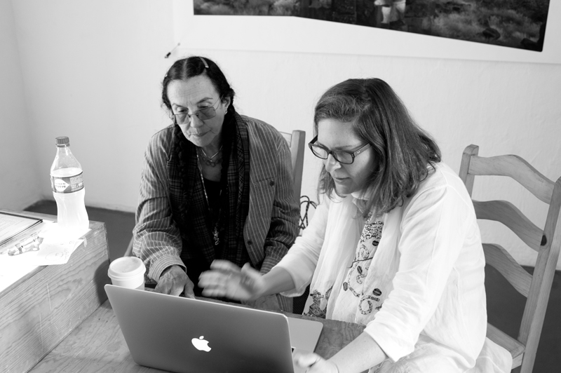 Mary Ellen Mark worshop at Oaxaca 2013 - Reviewing work