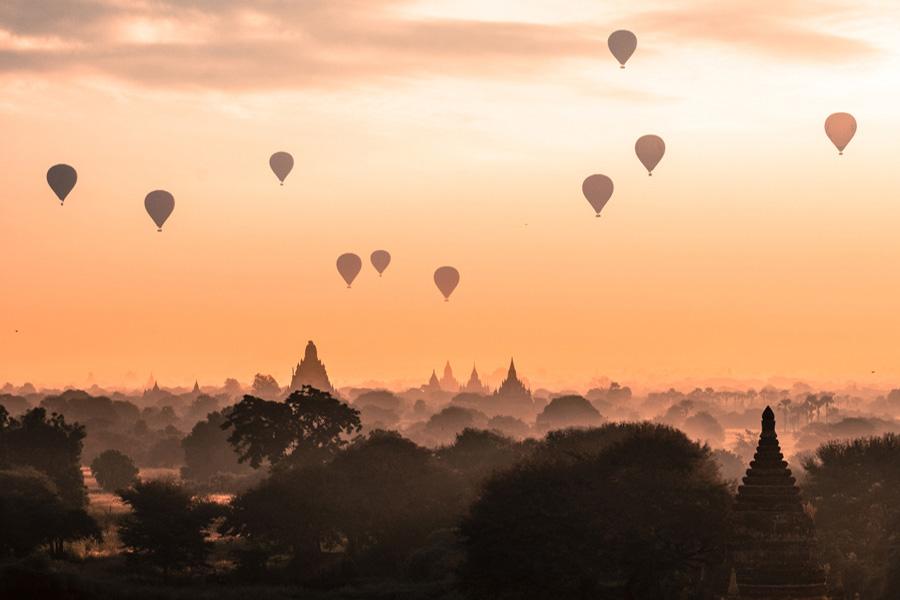 Wonders of Indochina - Balloons in Birmania