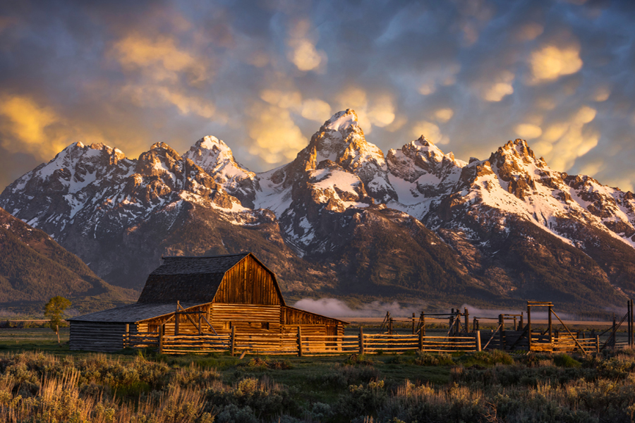 Yellowstone and the Grand Teton National Parks - Perfect sunset with a ranch and mountains