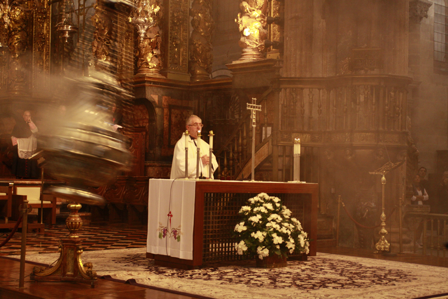 where we have gone ceremony inside Santiago Compostela´s cathedral in Spain